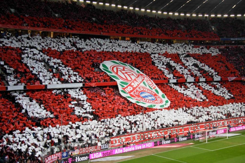 La curva del Bayern di Monaco all'Allianz Arena. Il modello tedesco del tifo è considerato all'avanguardia: poca burocrazia e prezzi popolari